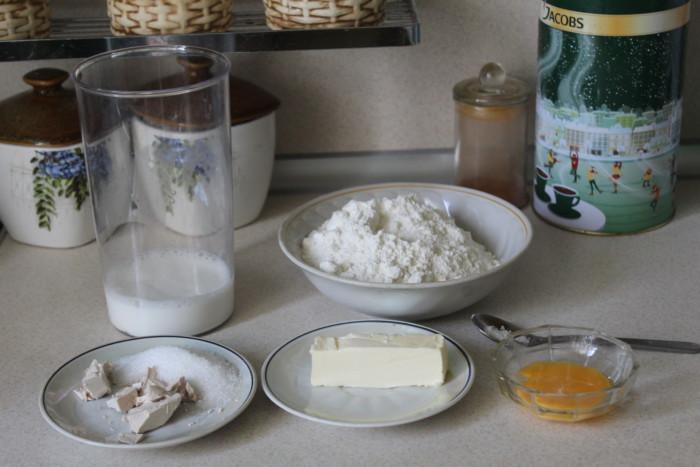 Дрожжевой пирог-улитка с вишней
