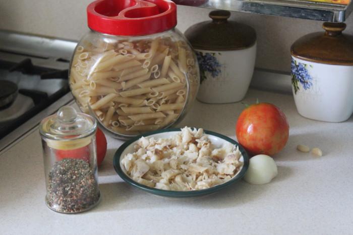 Макароны с помидорами и рыбой или зити-паста по-итальянски