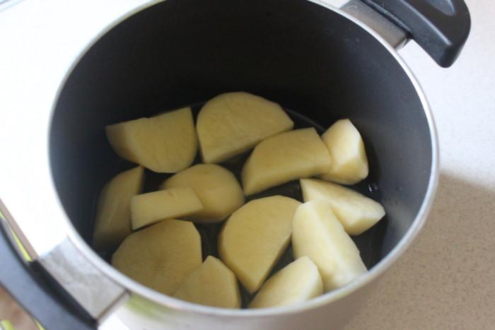 Молодая картошка с чесноком и беконом