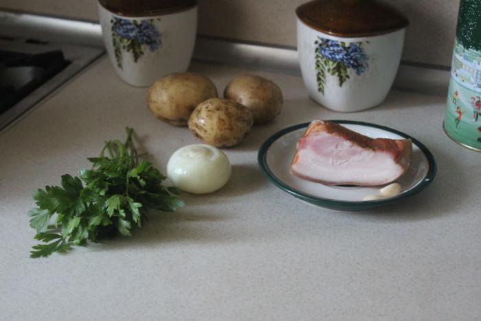 Молодой картофель с чесноком и беконом