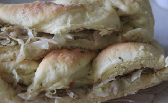 Дрожжевой пирог с капустой - плетенка с начинкой из дрожжевого теста
