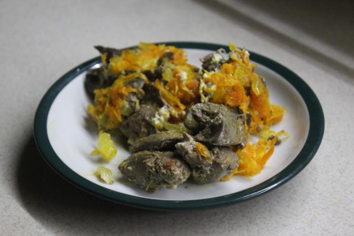 Куриная печень по-царски - запеченная в духовке со сметаной, луком и морковью