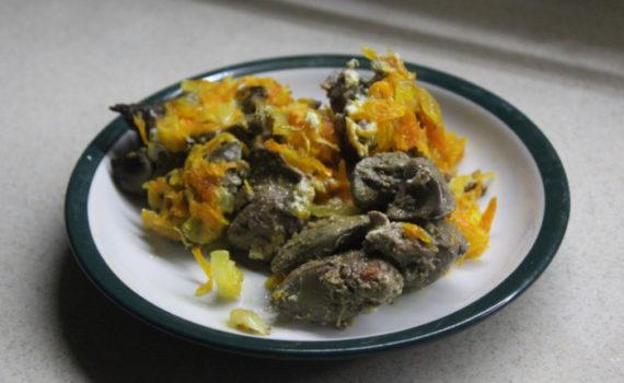Куриная печень по-царски - запеченная в духовке со сметаной, луком и морковьюпо-царскироматная
