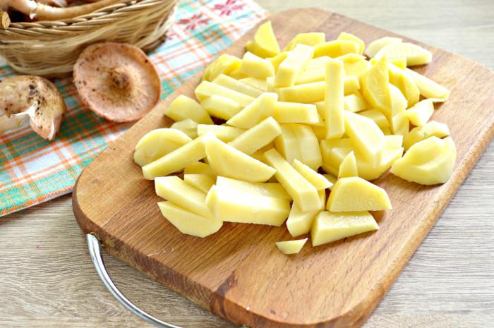 Свежие опята жареные с картошкой
