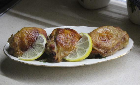 Куриные бедра в кисло-сладком соусе запеченные в рукаве