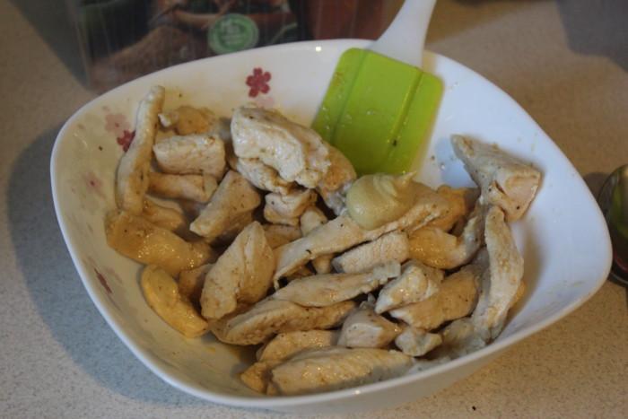 Бефстроганов из курицы со сметаной, горчицей и мукой
