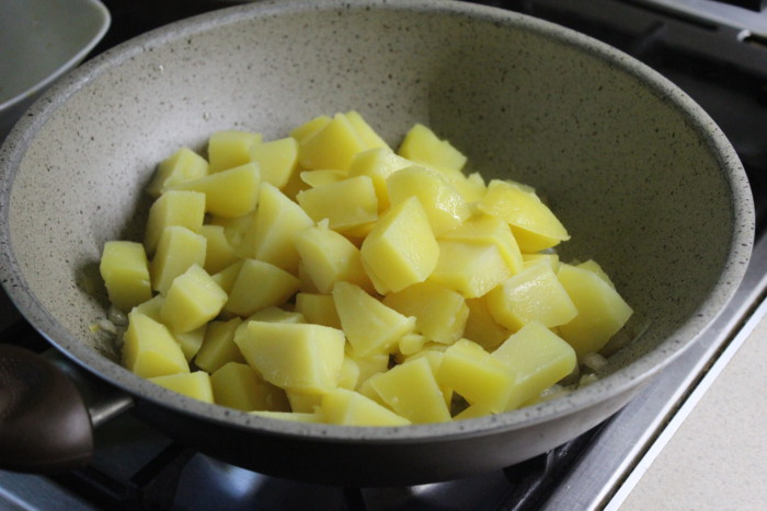 Картофель отварной с луком и салом - вкусный гарнир из картошки