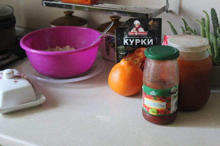 Митболы из курицы в томатном соусе с соком апелисина