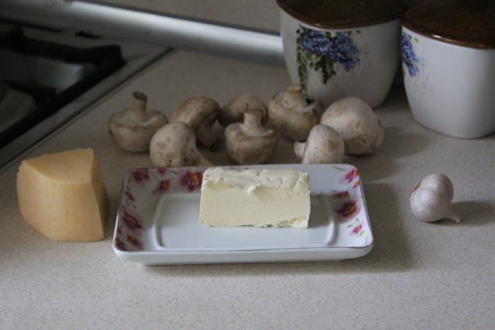 Как запечь шампиньоны в духовке с сыром