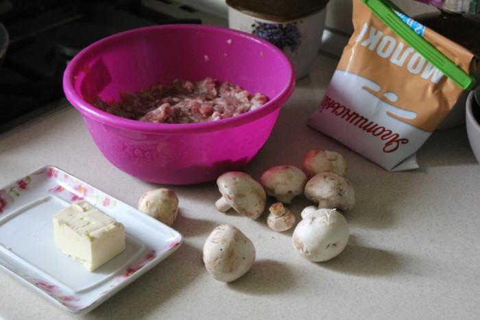 Свиные фрикадельки с грибами в сливочном соусе