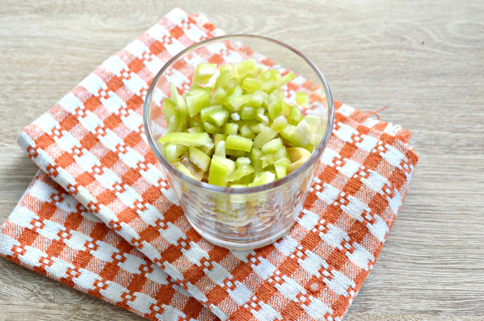 Слоеный салат с шампиньонами консервированными и сыром - простой и вкусный