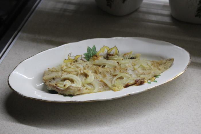 Сочная щука запеченная в духовке с луком и сливками - вкусно и просто
