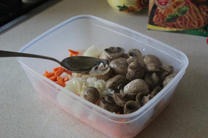 Маринованные шампиньоны по-корейски с морковью и луком