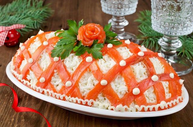 новогоднее украшение салатов