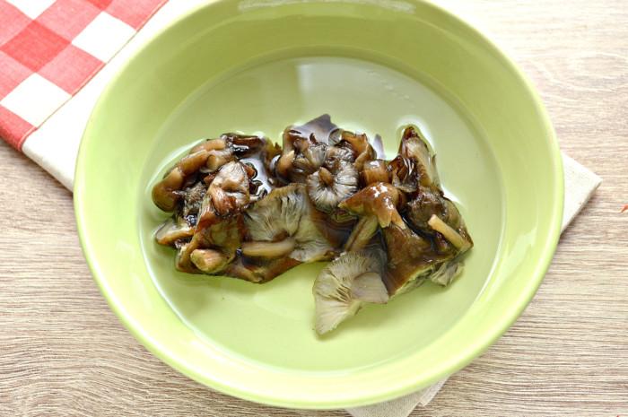 Пирог с капустой и грибами из слоеного бездрожжевого теста