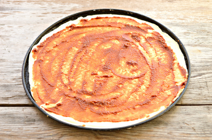 Домашняя пицца с колбасой из бездрожжевого теста