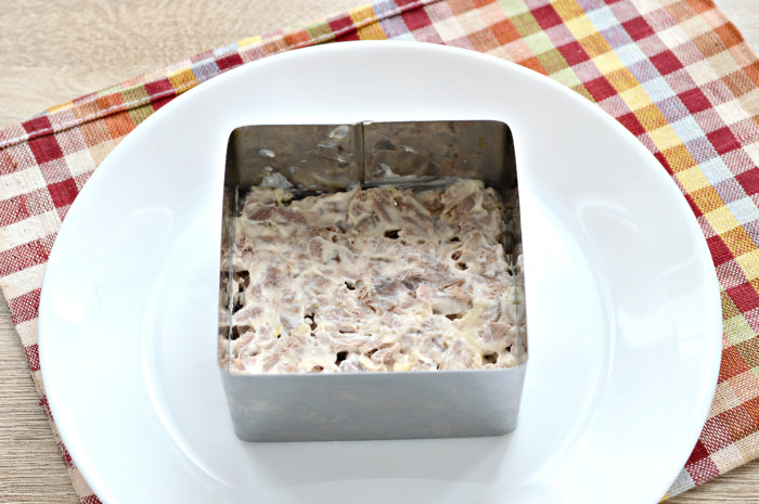 Слоеный салат Генерал из свеклы