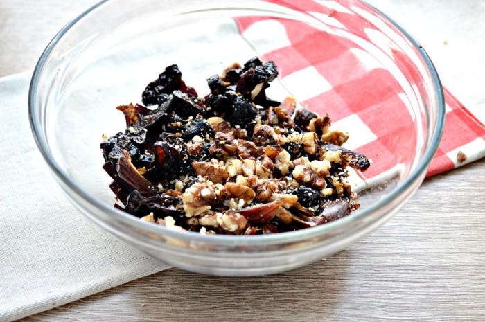 Постный салат из вареной свеклы + чернослив, грецкий орех и финики