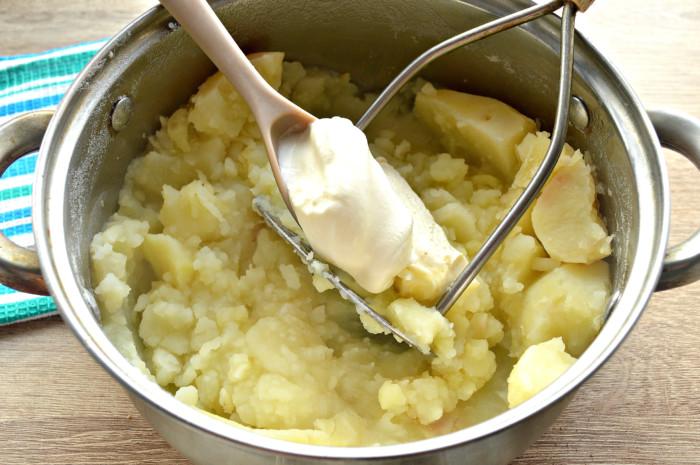 Картофельное пюре со сметаной - быстрое и вкусное