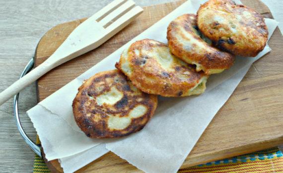 Ванильные сырники с изюмом на сковороде - пышные и вкусные
