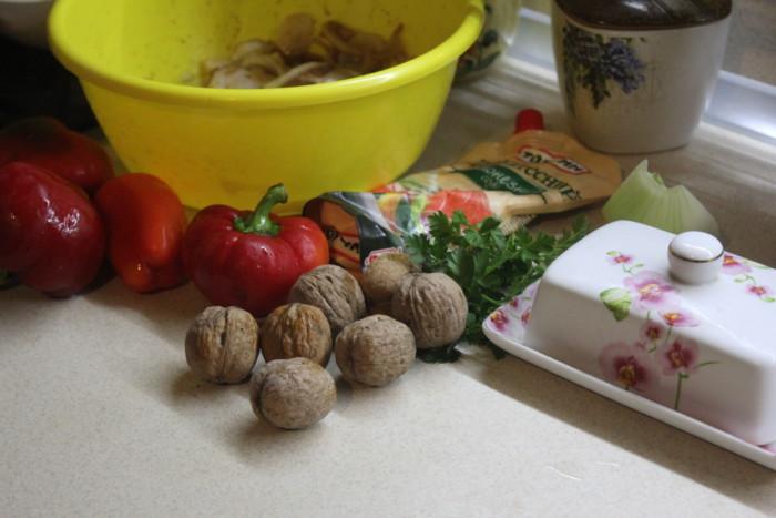 Фаршированные перцы с фаршем из рубленого мяса с сельдереем
