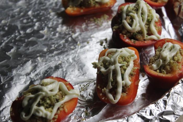 Запеченные фаршированные перцы по-грузински - с мясом, сельдереем и орехами