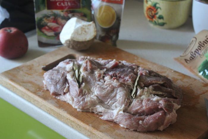 Как запечь сочную свинину в фольге в духовке