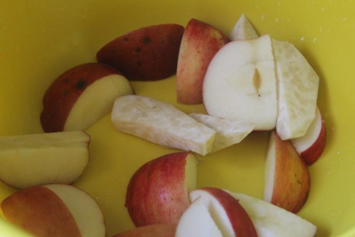 Запеченная свинина с яблоками и медом