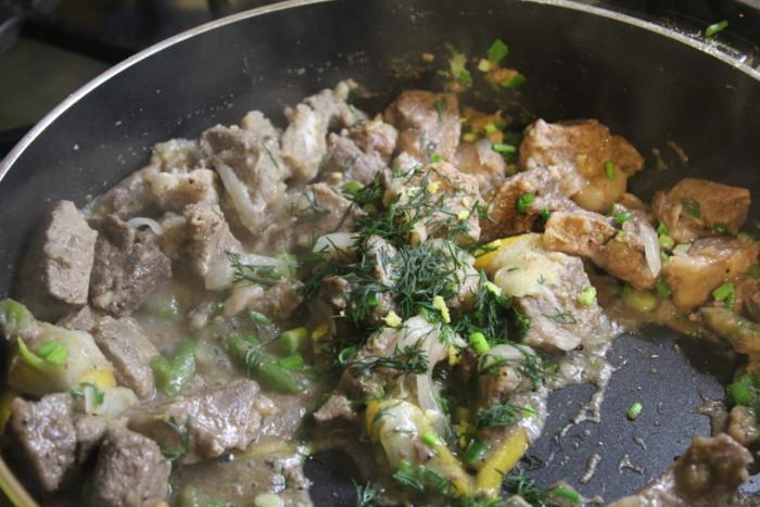 Свинина с грушами и розмарином - сытное и простое праздничное блюдо на скорую руку