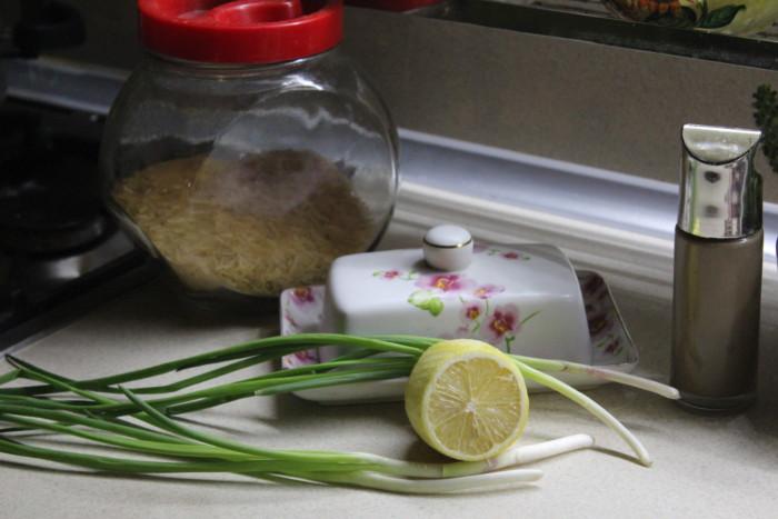 Ароматный и нежный гарнир из риса со сметаной и зеленью
