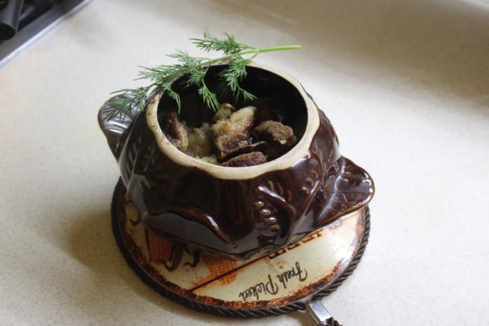 Свинина с белыми грибами и картофелем в горшочке - сытный и ароматный гарнир на все времена!
