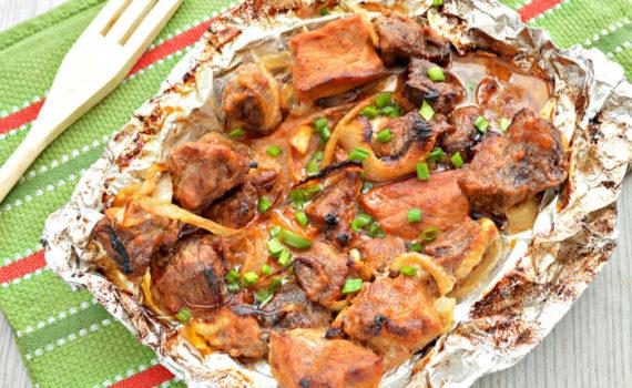 Свиной шашлык в фольге в духовке - сочный и вкусный