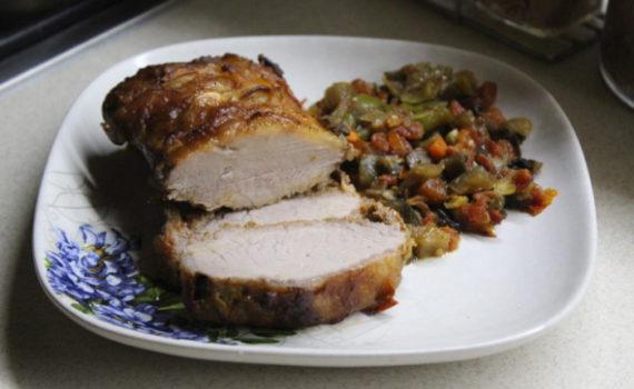 Свиная корейка в духовке запеченная с овощами и грибами