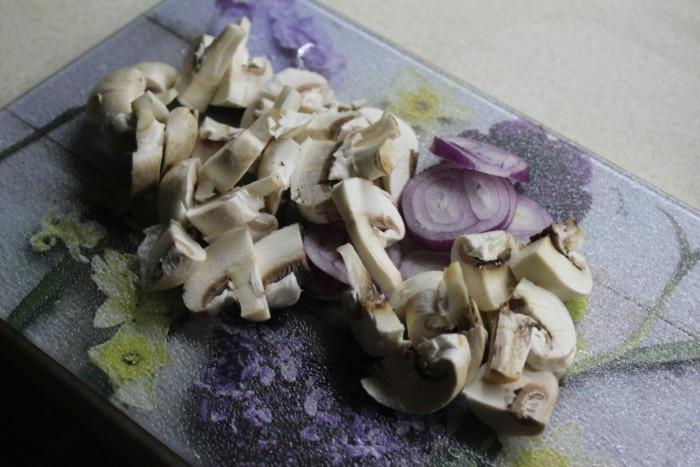Гречневый суп с грибами на сливочном масле