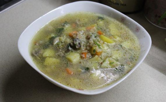 Гречневый суп с грибами и картошкой на сливочном масле