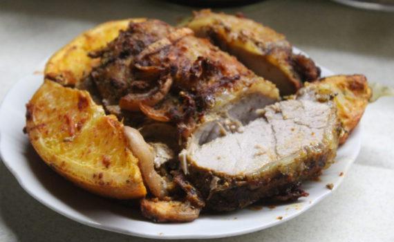 Свинина с апельсинами в духовке - сочная и вкусная мясная закуска