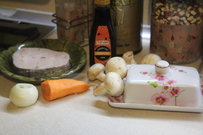 Норвежский хек под пикантным соусом с овощами