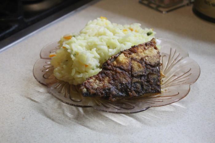 Пряная скумбрия в духовке - с чесноком и паприкой