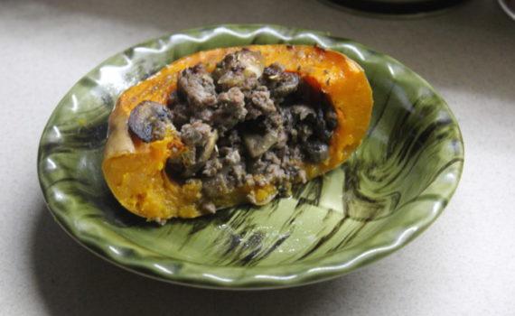 Запеченная в духовке тыква фаршированная мясом и грибами