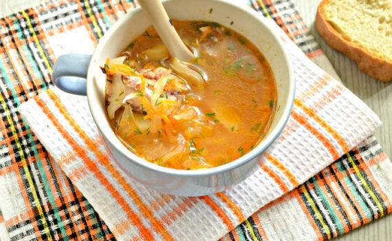 Суп из квашеной капусты с курицей и картошкой - кислые щи